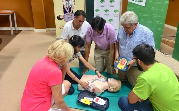 Más de 2.000 personas aprenden en el Clínico de Málaga cómo actuar en caso de una parada cardiaca